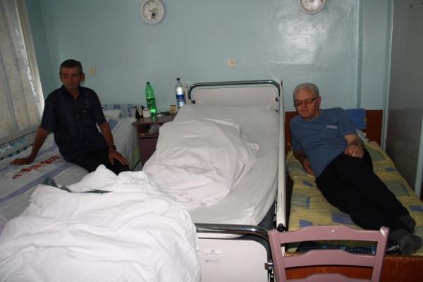 På sjukehuset står sengene tett. Foto: Hanna Bakketeig
