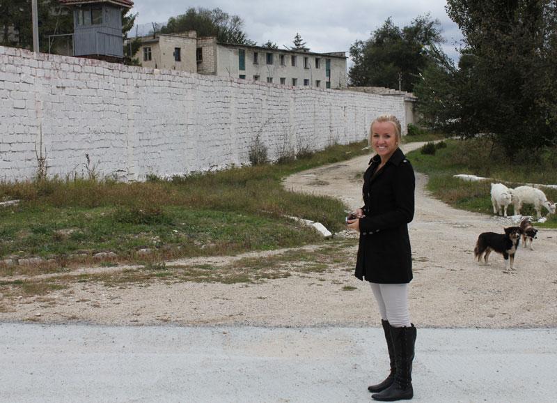 Hanne-utenfor-fengselet_800