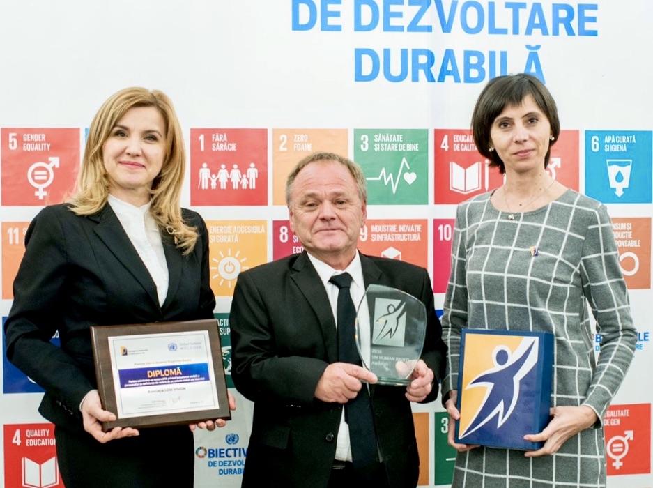 2016-12-08-award-tghbbluda